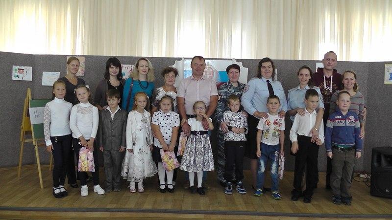 Руководство полиции Новоуральска устроило праздник для первоклашек - детей сотрудников