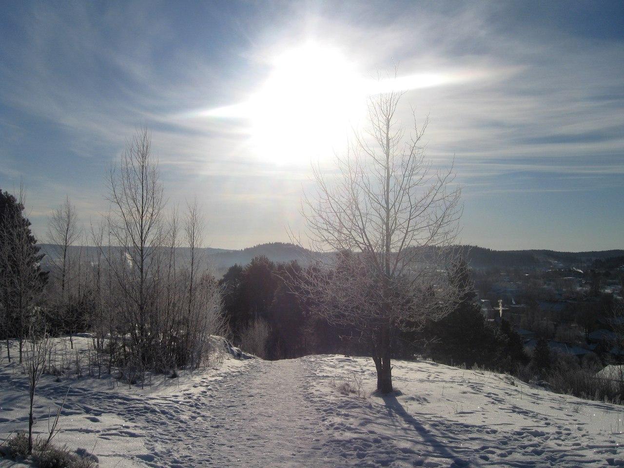 Зимний пейзаж на горе в центре города Сортавала. Республика Карелия.