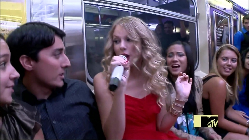 Taylor Swift - You Belong With Me (Live at MTV VMAs 2009)