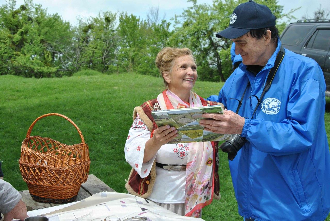 Ирина Ивановна Ясашная читает воспоминания очевидца событий 1861 года на встрече Александра II с адыгскими старейшинами