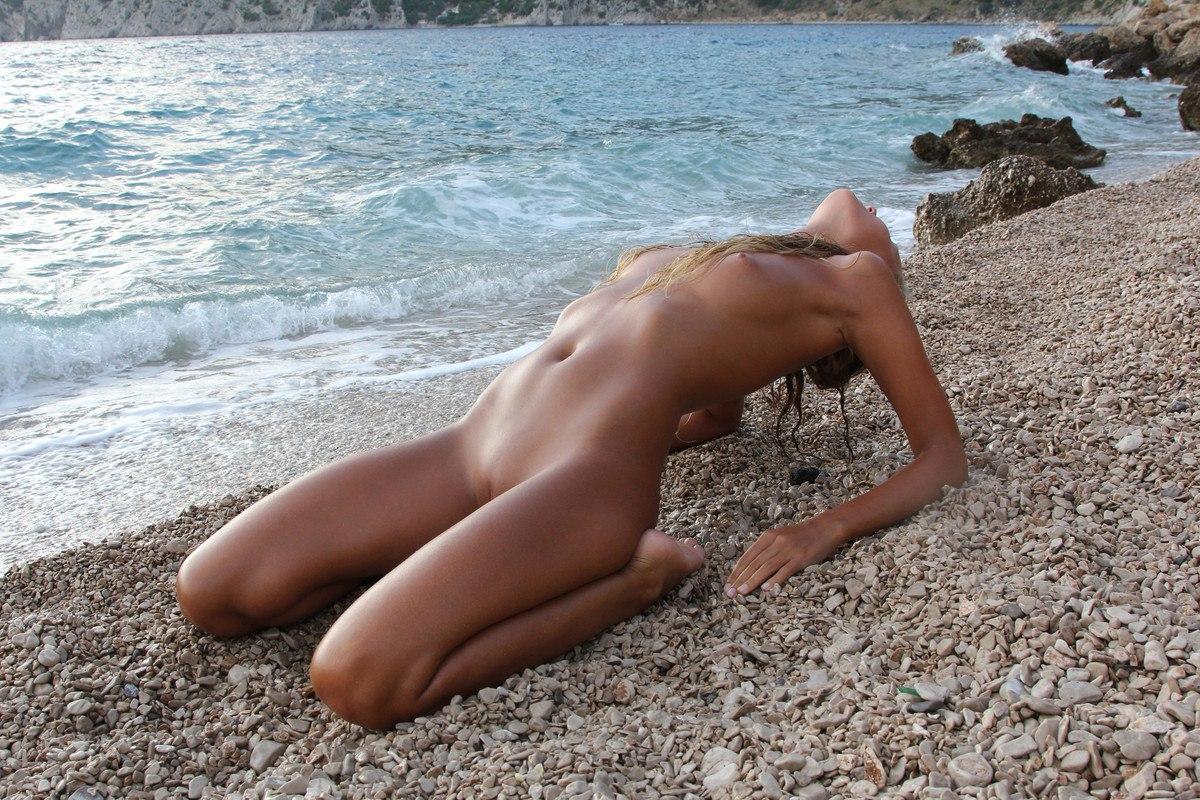 molodie-nudistki-onlayn-besplatno