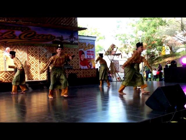 Malay Traditional Dance - Zapin at Kampung Majidee, Johor.