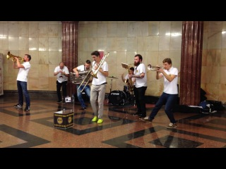 Музыкальная пауза в метро 😊