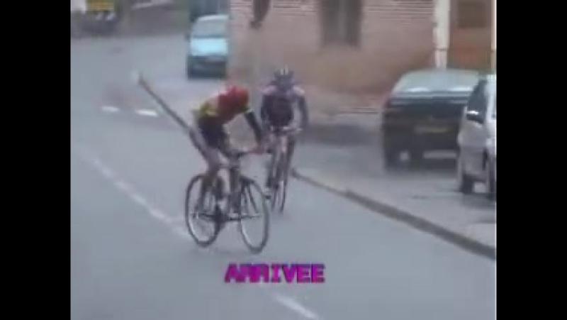 Велосипедист упал на финише! НЕУДАЧНИК! ПРИКОЛ