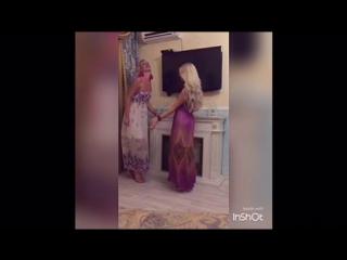 Девченки жгут под царицу )))