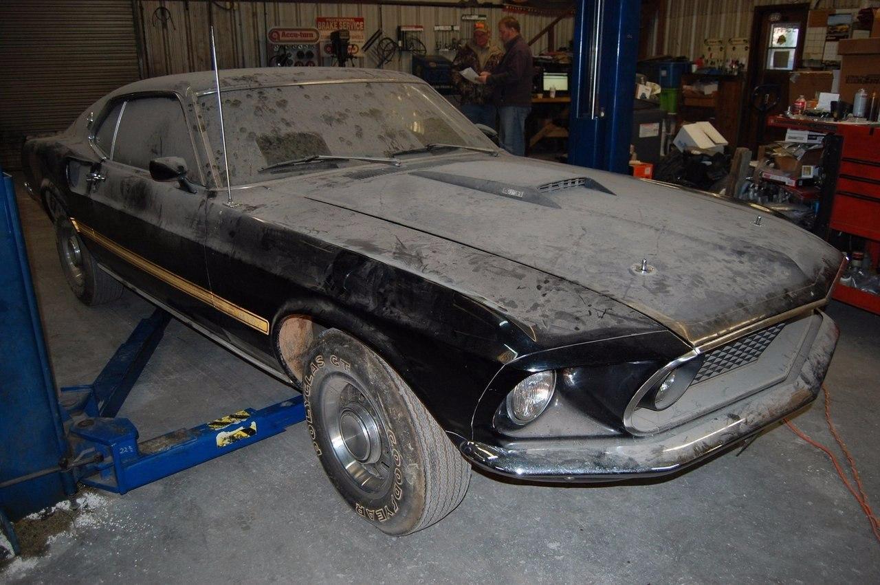 Был найден 1969 Ford Mustang, спрятанный в течение 28 лет
