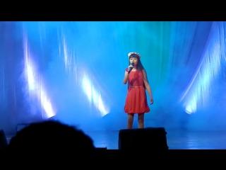 Выступление Зиннуровой Алины на концерте к дню матери в ДК с песней