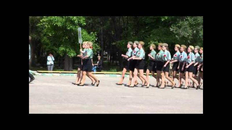 Як на військово патріотичному конкурсі школярі співали та марширували