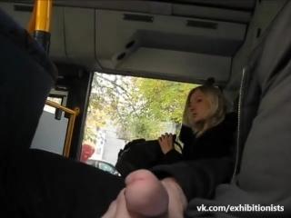 Актриса помогла подрочить в автобусе фото