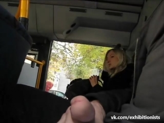 Снято как парень дрочит в автобусе