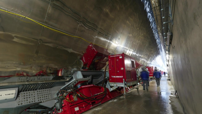 Монтаж арки над разрушенным четвертым енергоблоком ЧАЕС