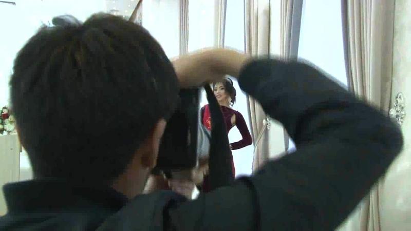 Бул жуманын башкы бетинде 16 сулуунун ичинен суурулуп чыккан Бактыгүл Орозбава. Фотосессия учурундагы көрүнүштөр... backstage