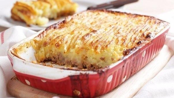 Картофельная запеканка с мясом    Ингредиенты:    Картофель 500 г  Яйца 2 шт.  Масло сливочное 60 г  Сметана 60 г  Мясо...