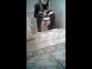 подглядывание в туалете за девушками