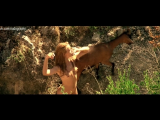 Эммануэль Беар (Emmanuelle Beart) голая - Манон с источника (Manon of the Spring, Manon des sources, 1986, Клод Берри) 1080p