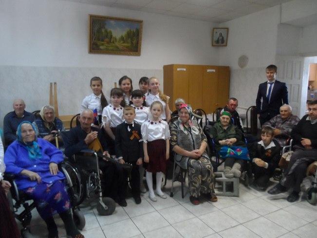 Учащиеся Зеленчукской Детской школы искусств «Лира» посетили Дом престарелых станицы Кардоникской
