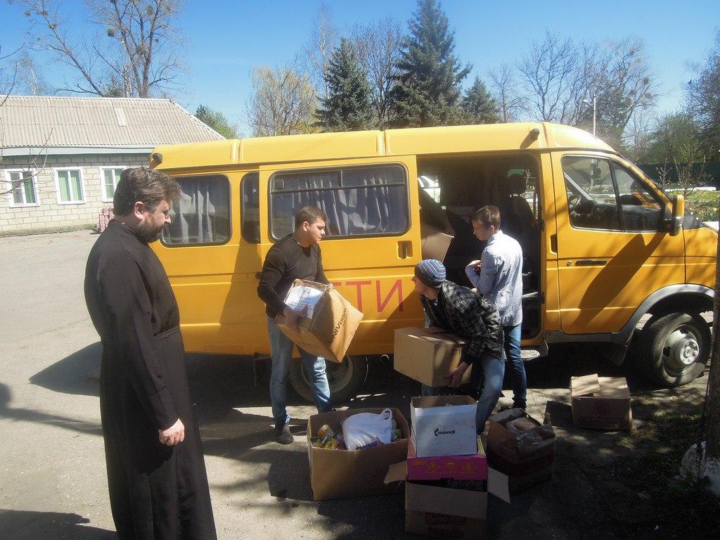 Евгений Субтельный передал пасхальные подарки ученикам школы-интерната