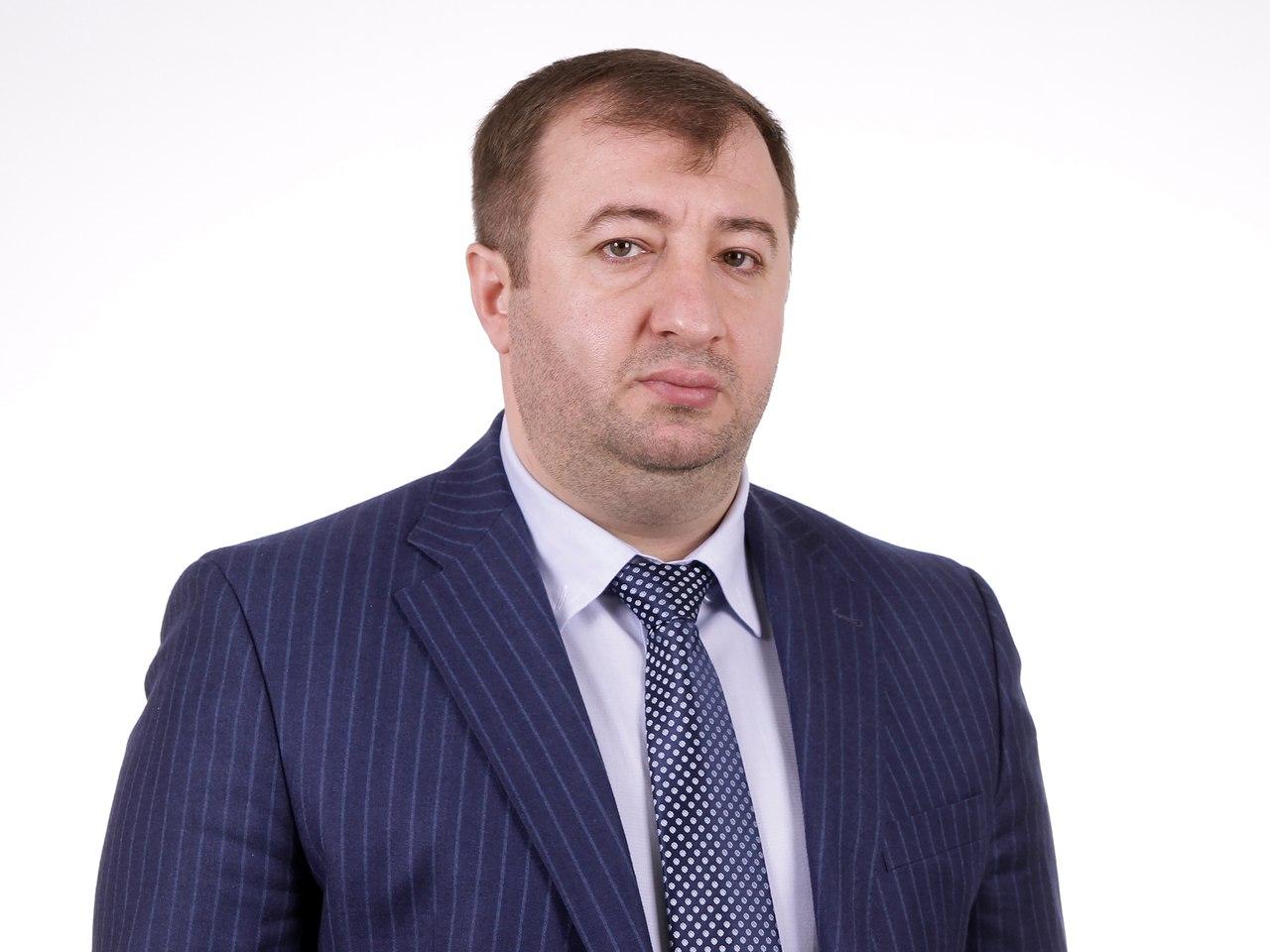 Расул Боташев подарит Кардоникской школе компьютеры