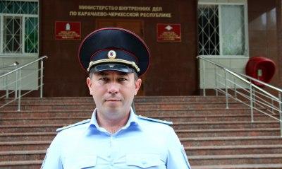 В Карачаево-Черкесии полицейский спас местного жителя провалившегося в канализационный колодец
