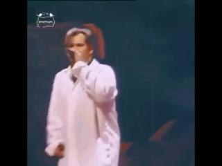 ვალერი მელაძე. ყვავილების ქვეყნა. Валерий Меладзе поёт Грузинскую песню Страна цветов