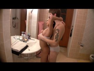 Паренек трахает русскую няшку в ванной [новое порно 2017, porno русское]
