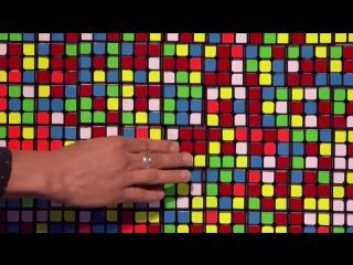 Иллюзионист поразил всех трюками с кубиками Рубика