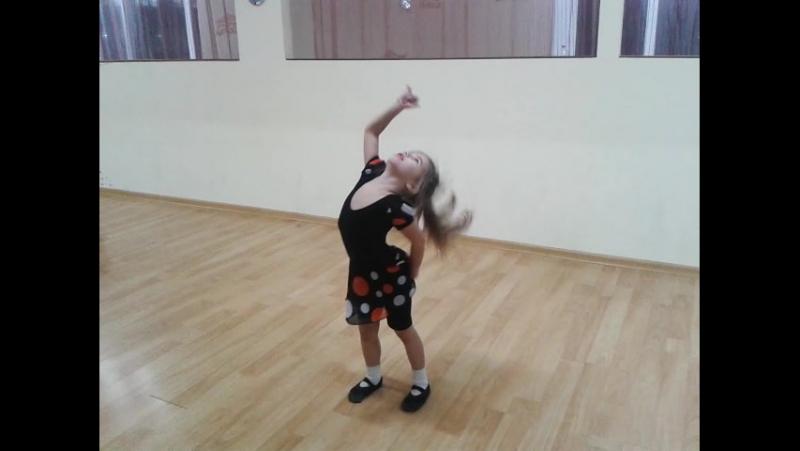 Імпровізований танець який Нікуся присвятила виключно любій танцювальній студіїї Шахіна