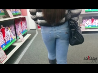 Walking in mediamark with high heel shoes louboutin and blue jeans.