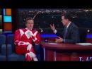 Брайан Крэнстон на «Вечернее шоу Стивена Колберта» в костюме красного рейнджера.