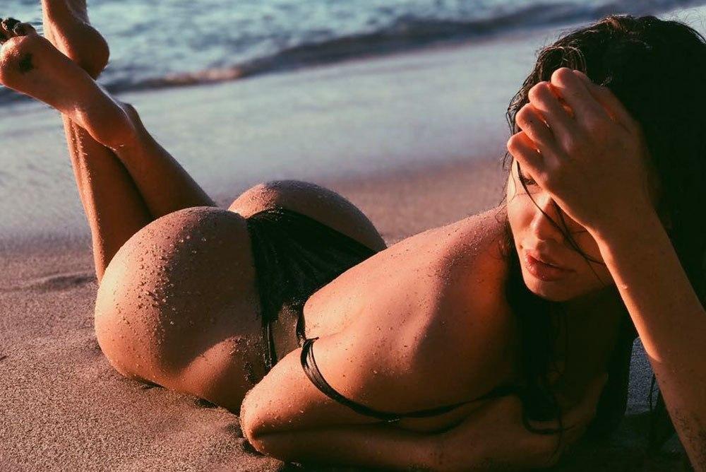 Соски на пляже