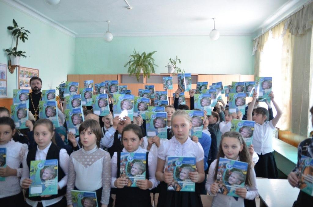 В Зеленчукском районе школе подарили новые учебники