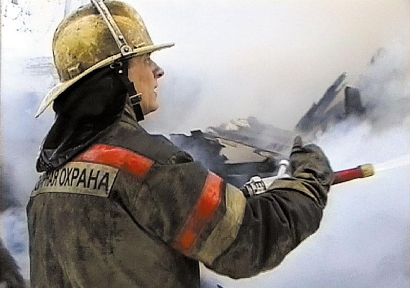 В Зеленчукской на улице Лесной загорелся дом