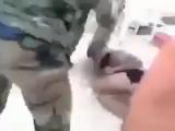 Сирийские военные поймали и всрачили игиловцу.