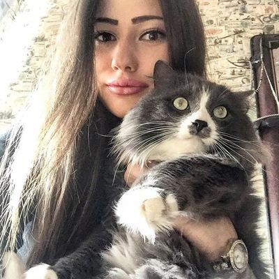 Арина Котова