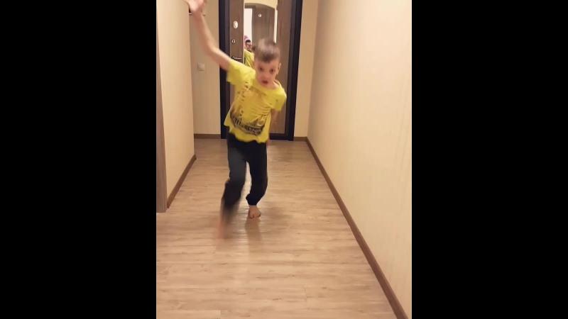 Наш бумеранговский дурдом😊 В выходной дети наснимали меня и друг друга, обещала им сделать видео общее. Готово🖒🎥 бумерангимы м