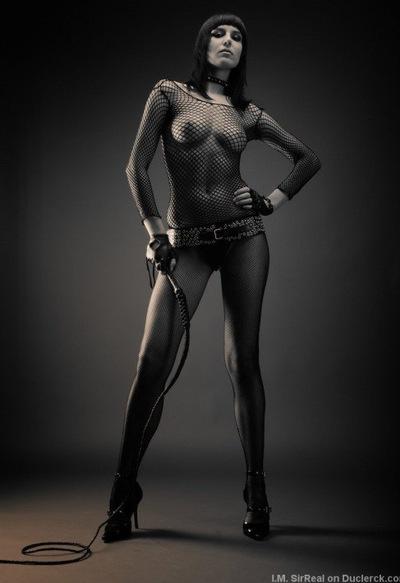Госпожа собирает сперму своих рабов