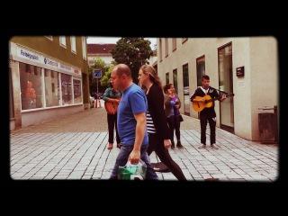 Million scarlet roses. Amazing street band in Kempten