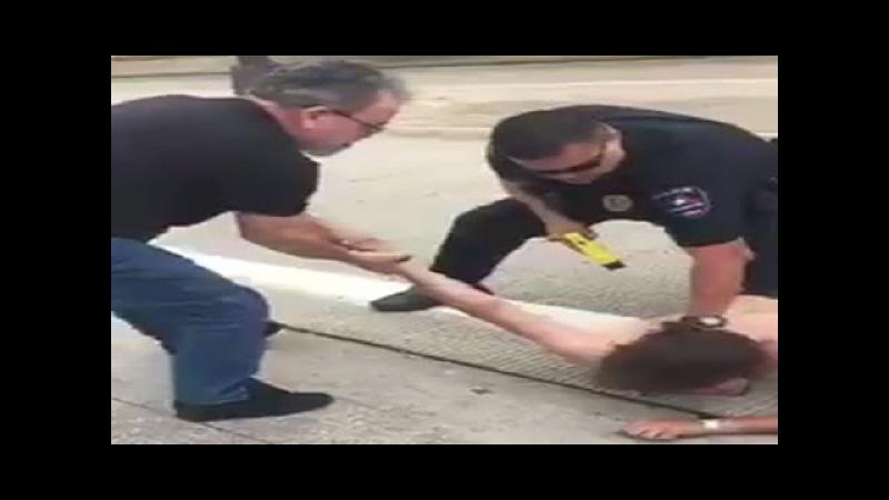 Olhem como o cidadão americano age perante uma ação da polícia...   Forças Mitais
