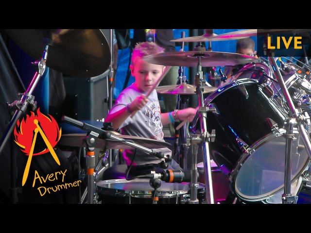 Sweet Child O Mine - LIVE (6 year old Drummer)