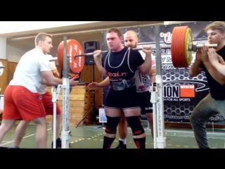 Якуб Седлачек - присед 305 кг (90,9 кг)