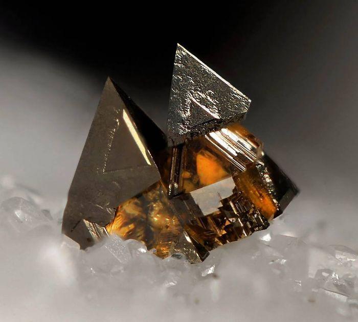 VYKF6jnvIVU - 25 потрясающе красивых и редких камней