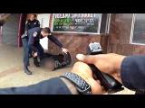 Офицеры застрелили человека с двумя ножами , драка с полицией США