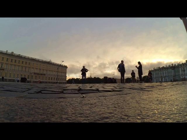 Уличный музыкант играет The Prodigy - Omen на скрипке