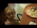 Киря кушает торт, пока ни кто не видит))