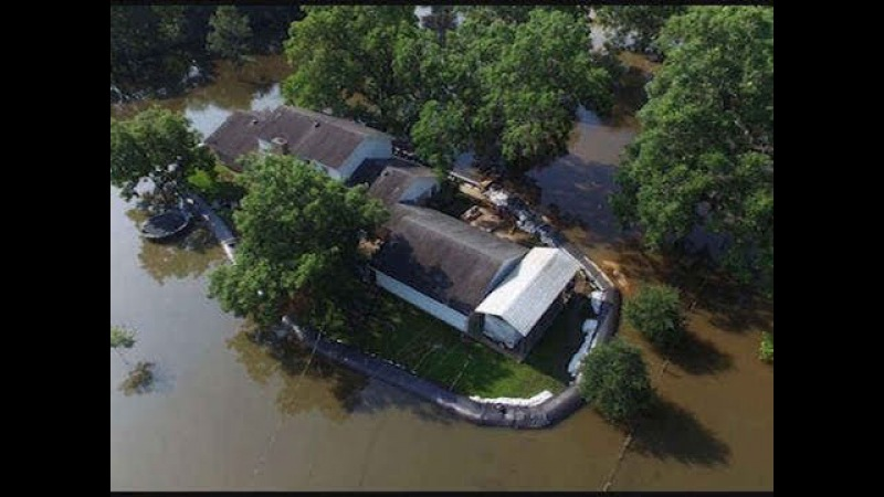 Resident uses AquaDam to protect home from floodwaters