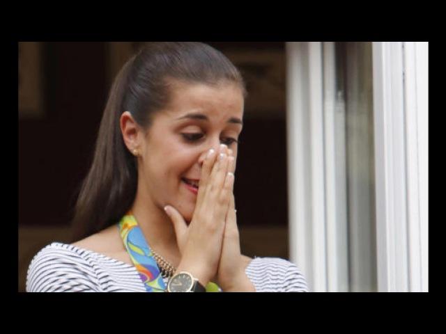 Carolina Marín se emociona con la Salve Rociera. Huelva 2016. Campeona de Badminton HD.
