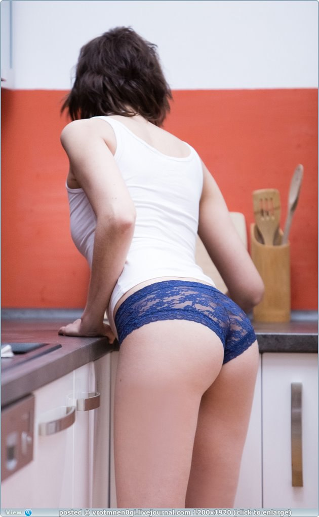 Русские порно актрисы в иностранном порно, очень вкусно сосет красивый большой член