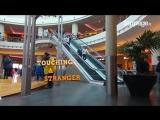 Легкий флирт на эскалаторе - 720p