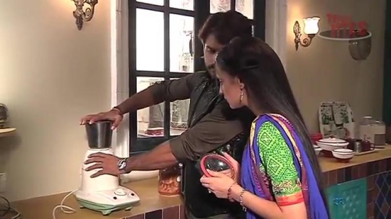 Rangrasiya Rudra Teaches Paaro to Operate Technical Stuff