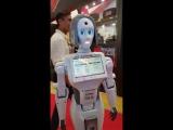 Знакомство с девушкой-роботом